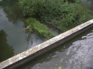 Trough aqueduct over the river