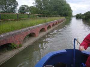 Brick arches at Stoke Bruerne