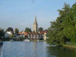 View towards Marlow - good moorings on the left.