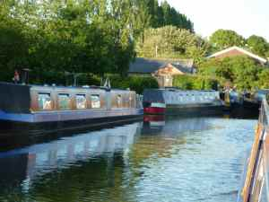 Friendly boating community at Sneyd Junction