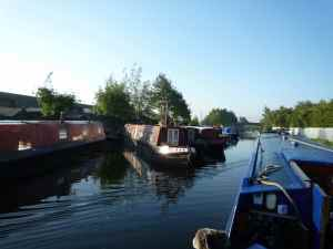 Daw End moorings - a pleasant mix of residential and visitor moorings (further along) - looked like a good place to moor
