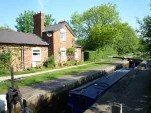 Attractive lock cottage on the Rushall Flight