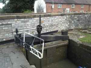Stratford Canal: unusual lock beam, constrained by access to the road