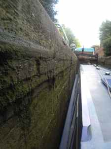 Stratford Canal: Watch out for that brick ledge when you're locking up!