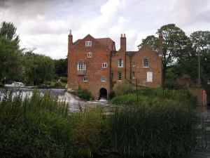 Lovely old mill building at Fladbury