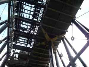 Amazing - just one hydraulic 'beam' can lift a whole caisson and its contents