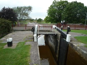And the canal being crossed by an altogether quieter bridlepath...
