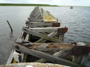 The crummy jetty outside Weston Marsh lock