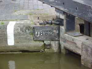 The locks are dated as well; the lock is 1862 and the associated cottage is 1914 - a later addition or a rebuild? Who knows?
