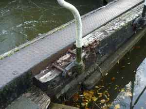 Bottom Side lock - that rail needs a bit of maintenance....