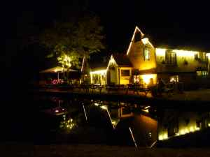 The Three Horseshoes by night - attractive outside and inside; the food's good too.....