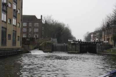 Not sure why I took this photo but it does show a typical Regent's canal lock with the bywash, lock weir (which used to be a lock chamber) and the remaining working lock chamber...