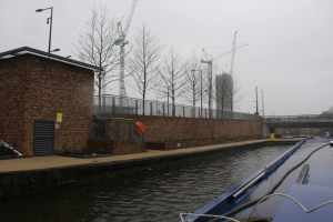 """Amazingly swanky (and unoccupied) new visitor moorings at Kings Cross - the sign says they're """"day visitor""""  moorings - and are """"arranged"""" via Estates Management on 0207 664 5700 (according to the sign).."""
