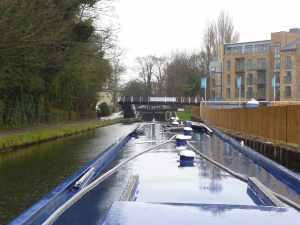 At least the new footbridge is in place below Nash Mills lock :-)