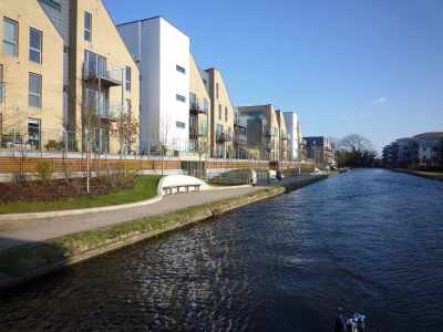 The developments and towpath works around the new Tesco near Uxbridge are very smart - great moorings here - very convenient for topping up supplies from the superstore (which also has a Costa - wow, what more could we want!)...