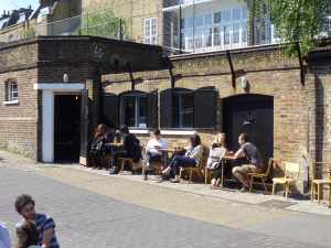 New cafe just below City Road lock - it's all changed to much in just two months!