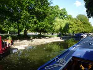 Look look, a mooring space, at Victoria Park! Haven't seen one there for years - shame we couldn't stay here, just for the sake of it :-)