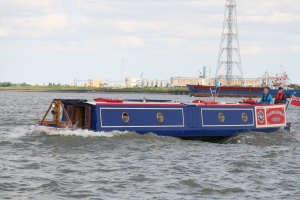 There's always one scary photo!  But Narrowboats are made to float and Flora Dora made it safely back to Limehouse :-)
