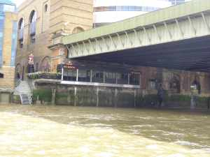 Now I've never noticed this pub before - nestled under Cannon Street Railway Bridge - I wonder what it's like - the website fails to mention that it's under a railway bridge! http://banker-london.co.uk/
