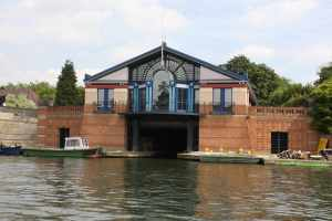 Lavish boat house in Henley...