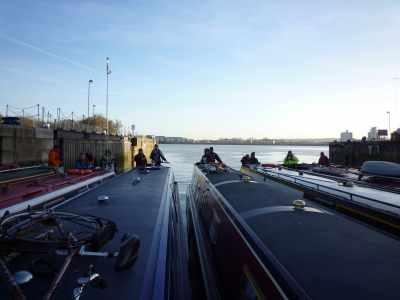 A lockful? Hardly - plenty of room for another 50 narrowboats :-D