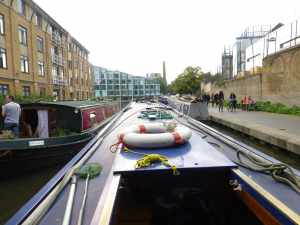 Ah pasisng a brested up widebeam opposite the visitor moorings below City Road