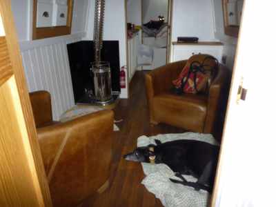 Fis is the cabin - I hope you notes that fere is NO SOFA! An then chairs is too weeny even for a weeny hound like Ollie...