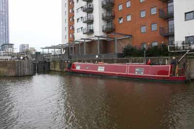 Nb Peace of Pearce waiting for City Mills Lock - we're on the opposite wall - where the wind had planted us!