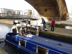 And we're off - the first lock of the day and the crew are learning the ropes...