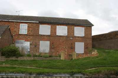 Sad that this house (by Bridge 26), needs to be so thoroughly boarded up...