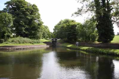It was so tempting to turn back towards Birmingham at Stourton Junction - it's a ovely cruise up to the Dudley Canals...
