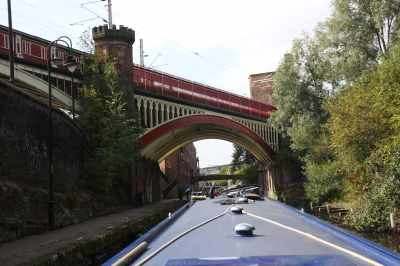 There are some elaborate railway bridges in Manchester and, as in many places, the railway is set way above the canal, though I suspect for reasons of spave rather than supremacy here (though I may be wrong!)...