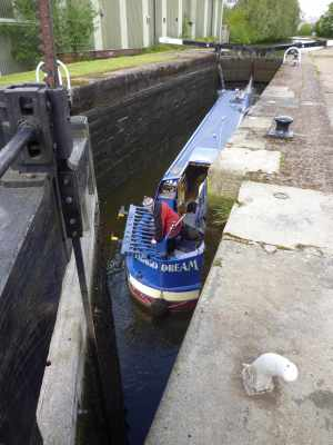 There were three of these fences panels in the lock - I managed to get one out before it got wedged in anyone's prop. The other two sank out of sigh as the lock filled and I couldn't get them - sigh! We put the recovered panel back in the towpath fence where it belonged - I expect it will be back in the lock come nightfall :-(