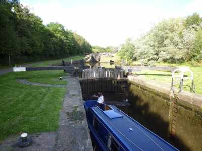 My favourte Wigan view - a green corridor and a properly dry top lock gate -result!