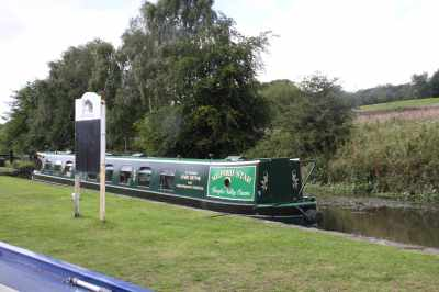 I could fancy mooring ajacent to Lock 90 - it's a lovely spot...