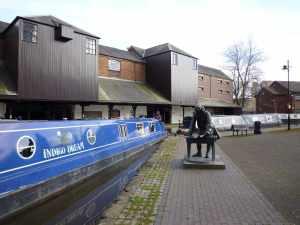 Indigo Dream hobnobbing with Brindley at Coventry Basin