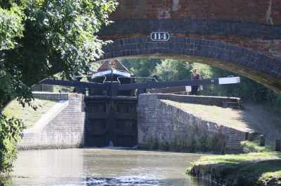 I wanter to capture how a big working boat looms over the lock gates - it was quite a sight...
